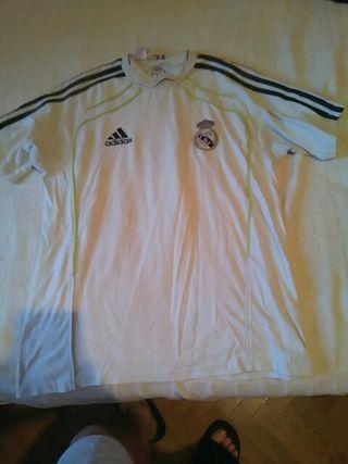 Camiseta de entrenar del Real Madrid.