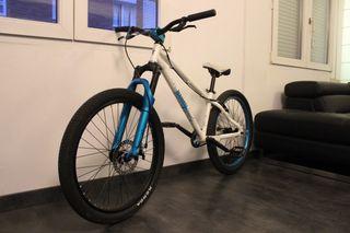 Bicicleta B'twin Subsin para Dirt, 4X, Street.