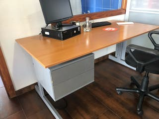Mesa para oficina Ikea de segunda mano en Sevilla en WALLAPOP