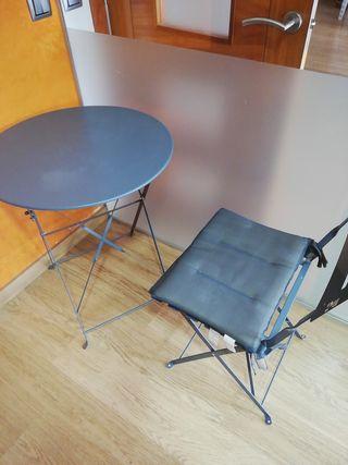 mesa Con 2sillas plegables