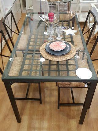 mesa de forja y cristal con 4 sillas
