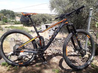 Bicicleta montaña de carbono doble suspensión