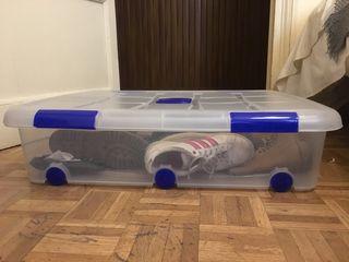 Caja con ruedas