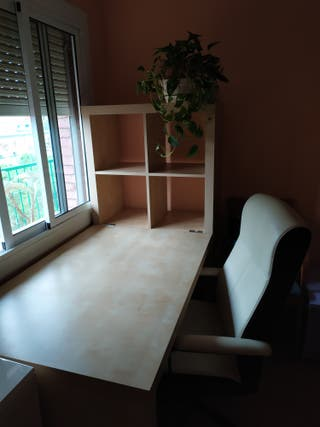 mesa escritorio con silla ruedas y graduable