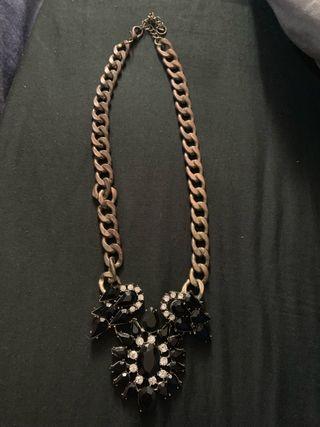 White/black necklace