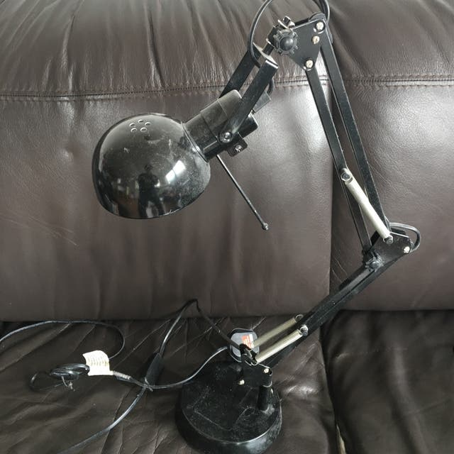 Stylish 360 adjustable table lamp