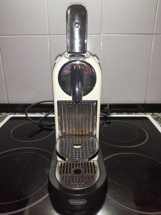 Cafetera Nespresso DeLongui