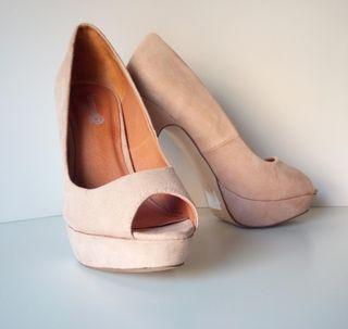 24b0a300 Zapatos de tacón aguja de segunda mano en Madrid en WALLAPOP