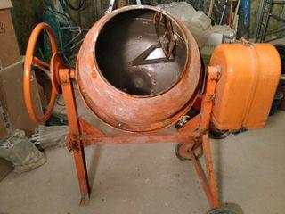 Hormigonera eléctrica de 130 lit.