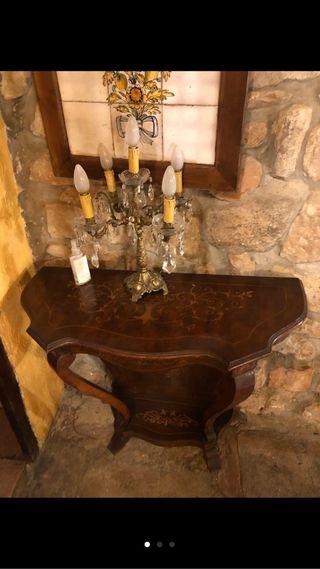 Mueble y lámpara antigua