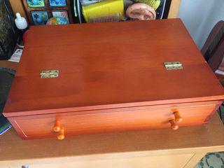 Atril maleta con material de dibujo