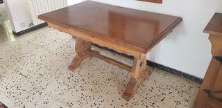 Mesa de madera robusta