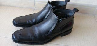 zapato botín en piel negra