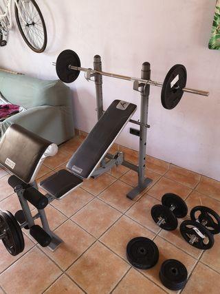 Banco de pesas con 78 kgs en discos.