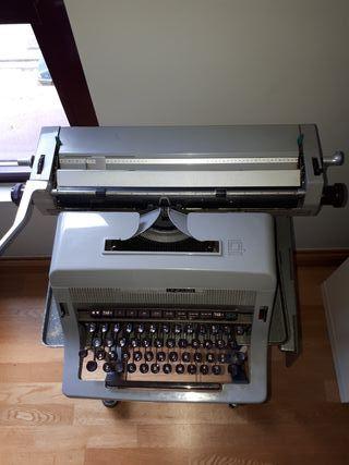máquina de escribir + mesa
