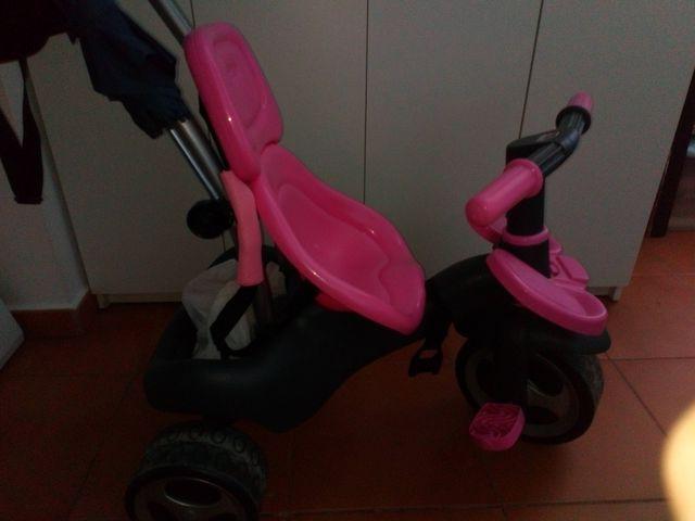 triciclo carrito con mochila y paraguas