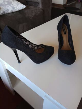 zapato negro bershka