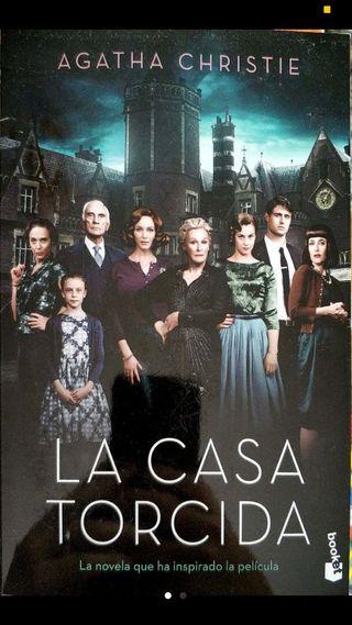 Libro: La casa torcida de Agatha Christie.