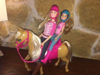 Barbie y su hermana montan a caballo!!