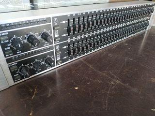 Ecualizador Behringer FBQ 3102