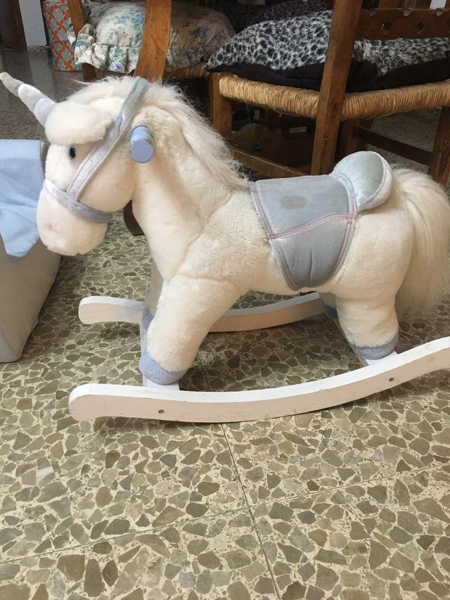 Unicornio mecedora