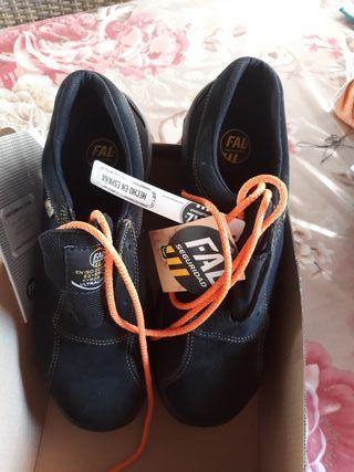 """zapatos de seguridad nuevos, n""""45"""
