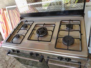 cocina de gas cinco fuegos