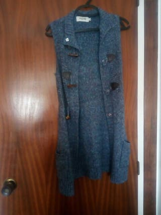 chaqueta larga y de lana.