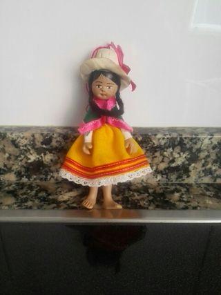 muñeca de porcelana pequeña