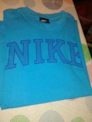 camiseta de marca Nike para niño de ocho años