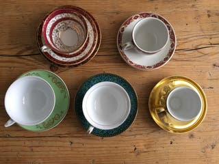 Medley of 5 tea cups & saucers
