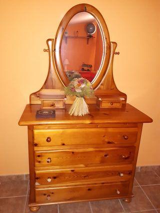 Cómoda de madera de pino con espejo