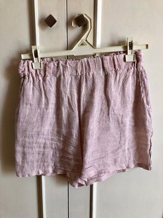 Pantalón corto de lino rosa suave