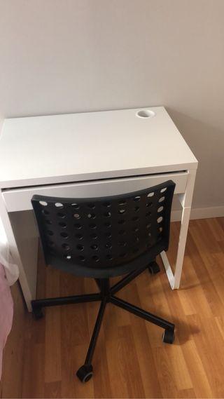Nuevo escritorio, silla de escritorio y lámpara