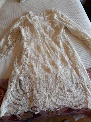 Vestido nuevo bordado con combinación interior