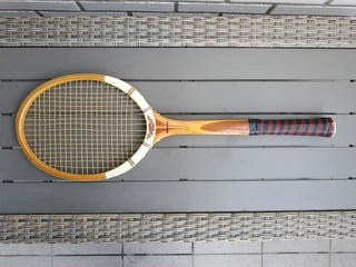 """Raqueta de tenis antigua """"Dunlop"""" y funda."""