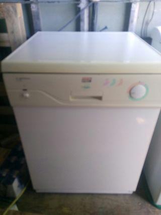 lavavajillas de marca New Pol