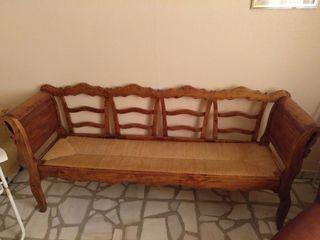 Sofá de madera antiguo