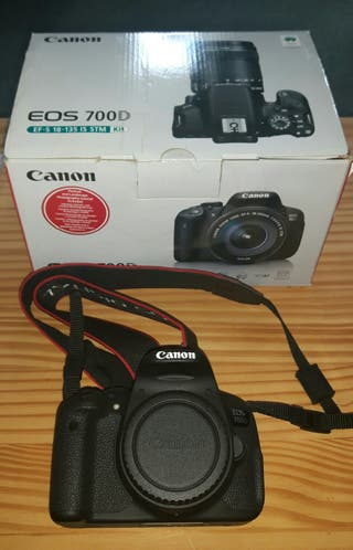 Canon EOS 700D. Shutter count 3500