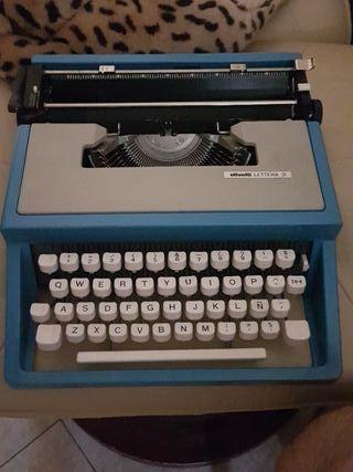 Maquina de escribir olivetti lettrera 31