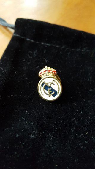 Pin oficial del club Real Madrid.