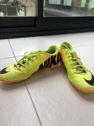 botas de fútbol de tacos marca nike