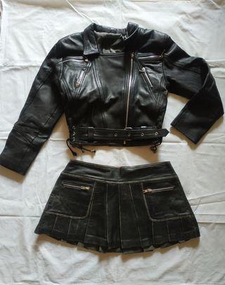 Conjunto motera, chaqueta de cuero y falda. S/M