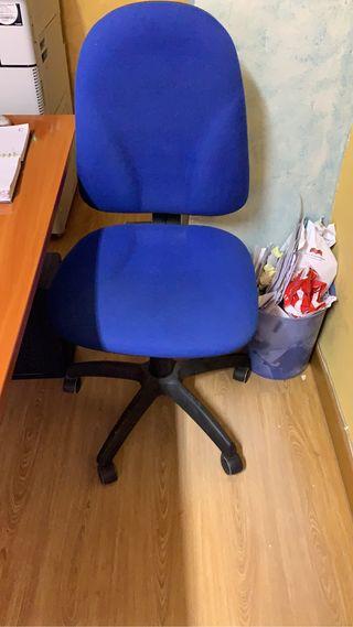 Silla de oficina o escritorio.