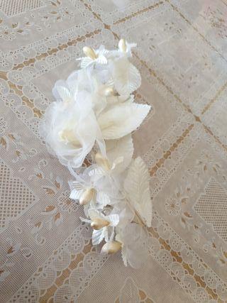 PreciosoTocado de novia solo se uso una vez