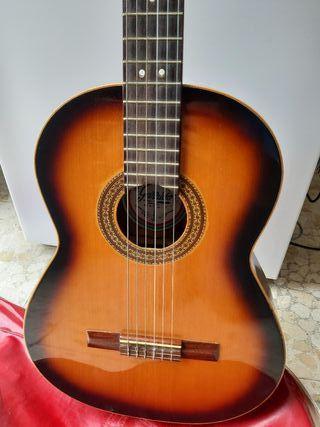 Vendo Guitarra clásica marca GARRIDO.