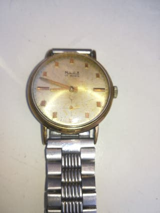 Reloj de pulsera de cuerda de segunda mano en la provincia