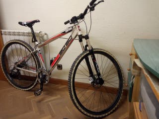 bici d montaña aluminio a estrenar