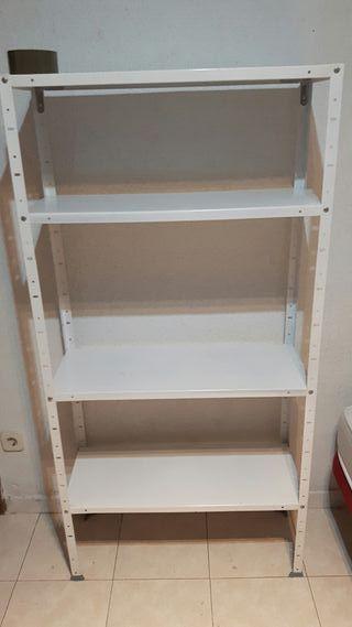 estanteria metálica de almacén