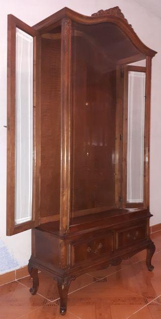Vitrina antigua con 4 baldas de cristal